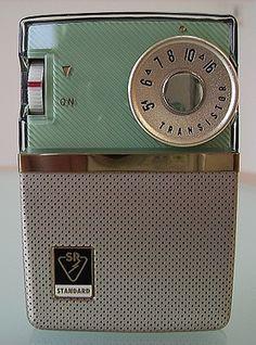 Standard SR-D210 Radio Vintage, Antique Radio, Radio Record Player, Pocket Radio, Old Technology, Retro Radios, Transistor Radio, Old Music, Phonograph