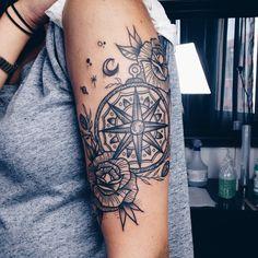 tatouage Boussole Noir-et-blanc