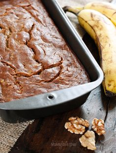 Low Fat Banana Nut Bread - Best banana bread EVER!! You would never guess it's skinny! #weightwatchers #vegetarian #breakfast #brunch