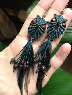 Ready to ship – Emerald green long macrame owl earrings with feathers – Makramee Macrame Necklace, Macrame Jewelry, Fabric Jewelry, Macrame Bracelets, Yoga Jewelry, Hippie Jewelry, Tribal Jewelry, Owl Patterns, Macrame Patterns