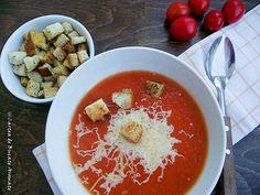 Supă-cremă de roşii cu crutoane Caprese Salad, Hummus, Bacon, Food And Drink, Pudding, Yummy Food, Healthy Recipes, Dinner, Cooking