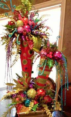 Totally Inspiring Red And Gold Christmas Decoration Ideas 22 Unique Christmas Trees, Gold Christmas Decorations, Christmas Arrangements, Beautiful Christmas, All Things Christmas, Christmas Home, Christmas Holidays, Christmas Wreaths, Gold Ornaments