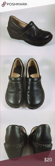 Born B.o.c Black leather clogs Size 7 Comfortable slip on clogs in excellent like new condition. Mid heel style with cushion insole for all day comfort. Black leather in SIZE 7 Born Shoes Mules & Clogs
