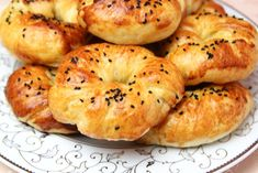 To be able to make easy soft homemade bagels, some secrets must be known. And with this homemade bagels recipe, it is very easy and Easy Pastry Recipes, Homemade Bagels, Bagel Recipe, Cooking Videos, Finger Foods, Make It Simple, Food To Make, Bread, Breakfast