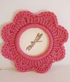 Crazy-cute DIY Crochet Photo Frame