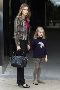 Princess Letizia of Spain and her daughter Princess Leonor (2nd in line to the Spanish throne) - LOVE LOVE LOVE Leonor's outfit!!