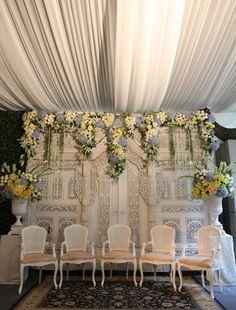 White Java Customary - Sungkeman Luxury Wedding Decor, Home Wedding Decorations, Backdrop Decorations, Javanese Wedding, Indonesian Wedding, My Wedding Planner, Wedding Design Inspiration, Backdrop Wedding, Wedding Planning Checklist