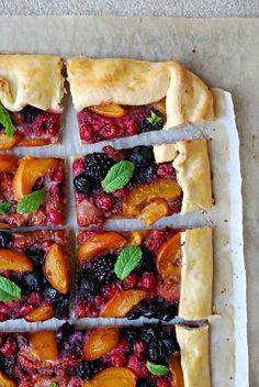 Sugg-r and some Salt: berries and apricot galette with feta cheese ice cream {very easy} . -  galette de frutos rojos y albaricoques con helado {muy fácil} de queso feta