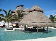 Secrets Maroma Beach Riviera Cancun: swim up bar
