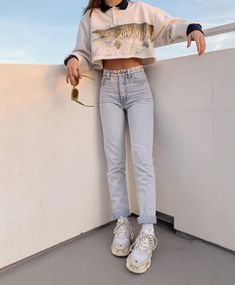2020 Women Jeans High Waisted Straight Leg Jeans Mid Rise Jeans Mum Jeans - Source by michaleamuenz - Retro Outfits, Cute Casual Outfits, Vintage Outfits, Jean Mum, Look Fashion, Fashion Outfits, Bali Fashion, Jeans Fashion, Fashion Sale