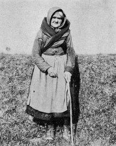 peasants shawl irish - Google Search Old Irish, Irish Celtic, Irish Art, Witch History, Dance Movies, Images Of Ireland, Carlin, Irish Eyes Are Smiling, Irish Roots