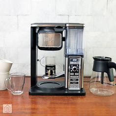 Ninja Coffee Bar System Review Ninja Coffee Maker, Best Drip Coffee Maker, Coffee Maker Machine, Coffee Presentation, Coffee Counter, Coffee Maker Reviews, Coffee Nook, Coffee Canister, Coffee Illustration