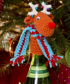 Fa-la-la-la-Reindeer Bottle Top Free Crochet Pattern from Red Heart Yarns Crochet Gratis, All Free Crochet, Crochet Deer, Diy Crochet, Crochet Christmas Ornaments, Holiday Crochet, Christmas Projects, Holiday Crafts, Christmas Wine