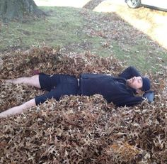 Chris Young amongst the leaves. Chris Young Concert, Chris Young Songs, Country Music Artists, Country Singers, Alan Young, Jake Owen, Dear Future Husband, Jason Aldean, Kenny Chesney