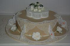 wedding cake filigree royal icing