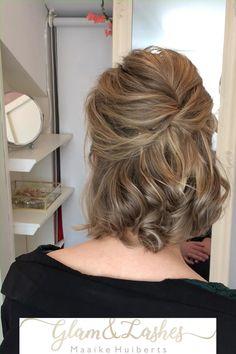 Ook met kort haar kan een prachtig bruidskapsel gemaakt worden.  #vlecht #korthaar #bruidskapsel #bruidskapselmetvlecht #bruidskapselvoorkorthaar #trouwen #bruiloft Short Hair Dos, Short Bridal Hair, Formal Hairstyles For Short Hair, Wedding Hairstyles For Medium Hair, Short Thin Hair, Classy Updo Hairstyles, Daily Hairstyles, Bride Hairstyles, Hair Up Styles