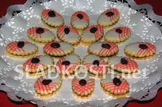 Christmas Sweets, Christmas Baking, Christmas Cookies, Czech Recipes, Cookie Desserts, Desert Recipes, Mini Cupcakes, Biscotti, Cookie Decorating