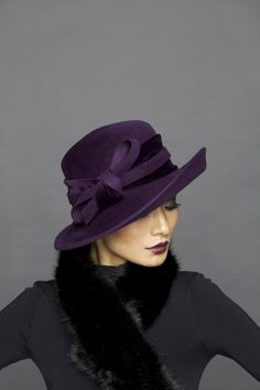 Absolutely love this hat and in my favorite color, Purple Lock & Co Hatters, A/W 2013 - Musician Stylish Hats, Fancy Hats, Church Hats, Wearing A Hat, Creation Couture, Love Hat, Fashion Mode, Purple Fashion, Felt Hat