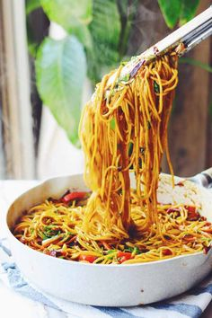 Singapore Street Noodles are one of my favorite take-out dishes that consists of springy noodles and crunchy vegetables in a sweet and spicy curry sauce. Sweet Chili, Sweet And Spicy, Tofu Chicken, Greek Yogurt Chicken, Curry Sauce, Rice Noodles, Asian Cooking, International Recipes, Kitchens