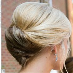 Love this for one of the bridesmaids hair