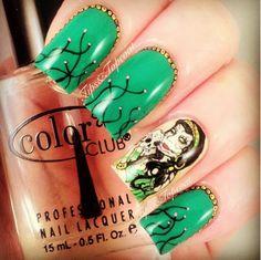 Tips and Topcoat: Gypsy Lady Sugar Skull Nail Art :) halloween nails Sugar Skull Nails, Skull Nail Art, Pretty Nail Art, Cool Nail Art, Cute Toe Nails, Painted Nail Art, Hand Painted, City Nails, Nail Candy