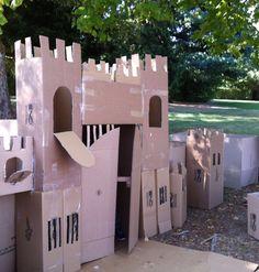 begehbare Burg  aus Pappkartons