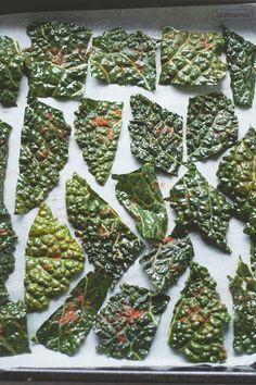 Czipsy można zrobić niemal ze wszystkich warzyw korzeniowych. Cynamonowe czipsy marchewkowe, lekko orzechowe z topinamburu lub buraczane z octem balsamicznym. Ale jedne z najlepszych czipsów wychodzą z zielonych liści jarmużu.  Sezon na jarmu[...]