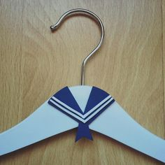 Detalle para la percha de comunión de niño. Clothes Hanger, Personalized Hangers, Personalized Gifts, Coat Hanger, Clothes Hangers, Clothes Racks