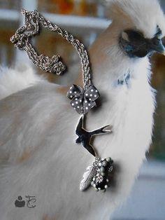 """Collier court romantique à pampilles """"Hirondelle"""" printemps - Hirondelle Pâte polymère - Perles Verre filé au chalumeau - Métal argenté : Collier par fibule-et-cabochon"""