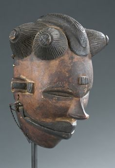 Mask with articulating jaw