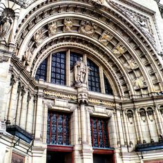 The entrance to the Victoria & Albert Museum.. #london #vanda #touristattraction #museum #historic #history #victoriaandalbertmuseum #victoriaandalbert #decorative #skylight #pattern #architecture #heritage #tourism #england #artifacts #art #decorative #decorativeart #exhibition