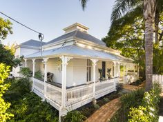 29 Cordeaux Street, West End, Qld 4101 - Landhaus Queenslander House, Weatherboard House, Cottage Exterior, Colonial, White Cottage, Australian Homes, Old Houses, Wooden Houses, Facade House