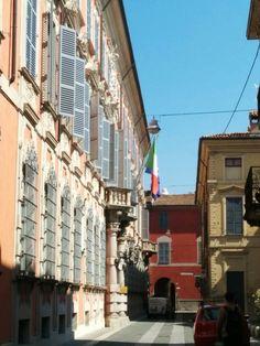 Via Mandelli, La Banca d'Italia, Piacenza, Italy (photo by L'Eterna Sognatrice) Emilia Romagna
