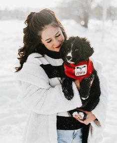 Chien Mira, Emma Verde, Ellie Kemper, Pull, Youtubers, Winter Hats, Funny Pets, How To Wear, Icons