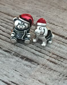 The cutest little Christmas buddies from PANDORA. They will for sure put a smile on your face. #PANDORAcharm