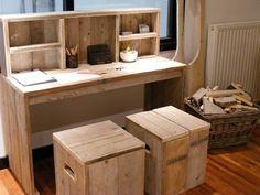 Using old wood. Sr1, Kid Desk, Best Desk, Pallet Furniture, Home Office, Kids Room, Sweet Home, Room Decor, House Design