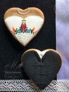 Hungarian bride and groom cookie set by Mézesmanna