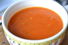 Italiaanse tomatensoep Veggie Recipes, Soup Recipes, Dinner Recipes, Healthy Recipes, American Test Kitchen, Chicken Tortilla Soup, Love Food, Food And Drink, Healthy Eating