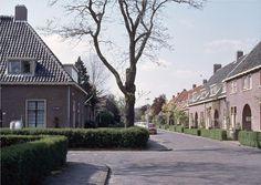 manpad. Rotterdam, Mansions, House Styles, Luxury Houses, Palaces, Mansion, Mansion Houses, Villas