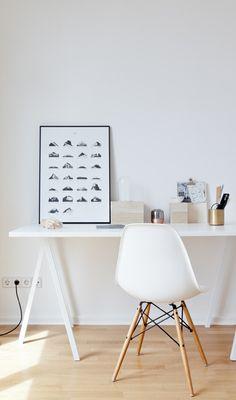Simpel en klassiek. De Eames op een fijne werkplek.