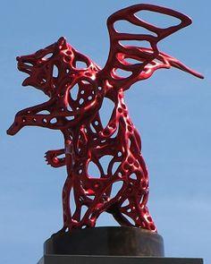 Sculpture d'Ours ailé de Richard Texier dans le port de la Rochelle France