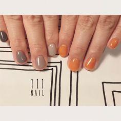grey×caramel◻️▫▪️▫️⚪️ #nail#art#nailart#ネイル#ネイルアート#grey#camel#アシメネイル#シンプルネイル#グラデーション#ワンカラー#cool#ショートネイル#ネイルサロン#nailsalon#表参道#grey111#アシメ111#シンプル111#mode111 (111nail)