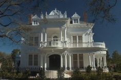 """""""Wedding Cake House"""" Mansion at 5809 Saint Charles Avenue, New Orleans, LA . """"Wedding Cake House"""" Mansion at 5809 Saint Charles Avenue, New Orleans, LAThe Victorian Architecture, Beautiful Architecture, Beautiful Buildings, Beautiful Homes, Big Beautiful Houses, Stunningly Beautiful, Absolutely Gorgeous, Villa Plan, Residence Architecture"""