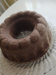 Kahvikakku eli kuivakakku on se kahvipöytien perinteinen leivonnainen mitä löytyy lähes joka juhlista, mutta harvemmin herättää suurta suosiota jos muutakin on tarjolla. Sana kuivakakku jo itsessään tuo mieleen kuivan kakkupalan, joka ei sinänsä houkuttele. Usein mietin, että onko näiden kakkujen valmistus juhlatarjottaviin jokin vanha päähän... Doughnut, Baking, Desserts, Food, Tailgate Desserts, Deserts, Bakken, Essen, Postres