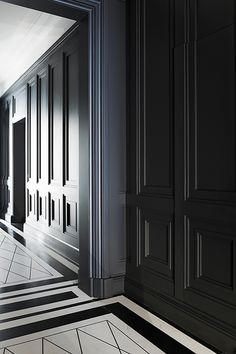 Architectural moulding by Joseph Dirand Un appartement classique a Londres Interior Walls, Interior And Exterior, Interior Design, Interior Office, Floor Design, House Design, Design Design, Casa Milano, Joseph Dirand