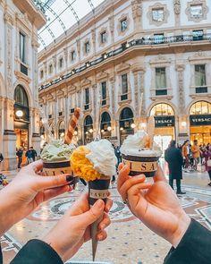 Milan en trois jours : conseils et bonnes adresses – Lucile in Wonderland Savini – Galeria Vittorio Emanuele II Places To Travel, Travel Destinations, Places To Go, Rome Travel, Italy Travel, Milan Travel, Places Around The World, Around The Worlds, Italy Places To Visit