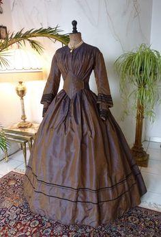 1800s Dresses, Victorian Era Dresses, Victorian Era Fashion, 1890s Fashion, Day Dresses, 1800s Clothing, Fashion Through The Decades, 19th Century Fashion, Fashion History