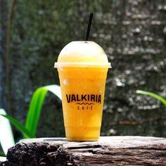 """Um Smoothie Amarelo, do Valkiria Café, para refrescar o calor de """"Forno Alegre""""! (Porto Alegre, RS, Brasil)"""
