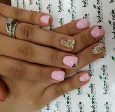 Pink gold Mickey nails – Care – Skin care , beauty ideas and skin care tips Pink Gold Nails, Black Nails, White Nails, Black Glitter, Mickey Nails, Minnie Mouse Nails, Disney Gel Nails, Disney World Nails, Pink Minnie