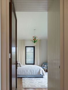 Beautiful Home Design Model with Cozy Atmosphere: Marvelous Blake Street Home Design Interior In Bedroom Decorated With Traditional Space Wi...